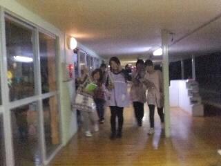 秋の夜長の幼稚園